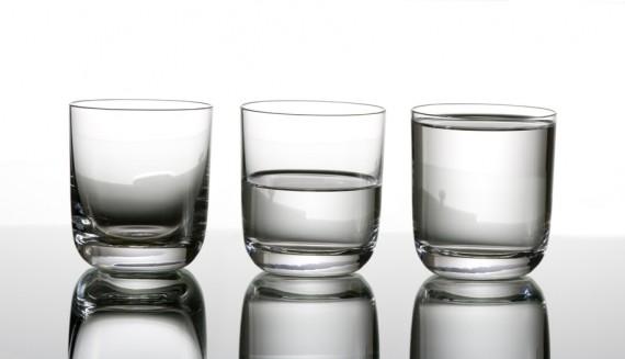 vaso medio lleno y medio vacío